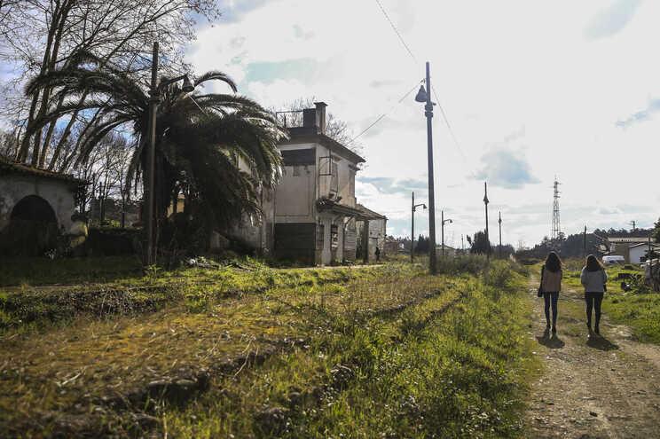 Antigo canal de comboio desativado