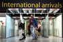 Viajantes de UE e EUA vacinados isentos de quarentena em Inglaterra