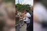 Emmanuel Macron agredido durante visita ao sul de França