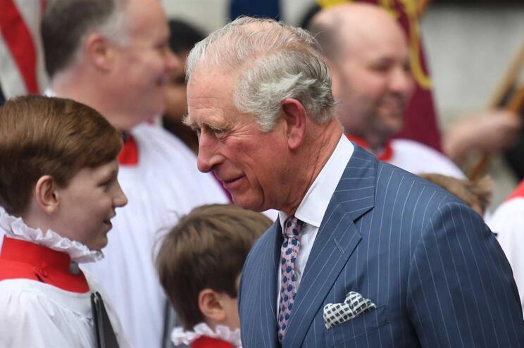 Príncipe Carlos está infetado com o novo coronavírus