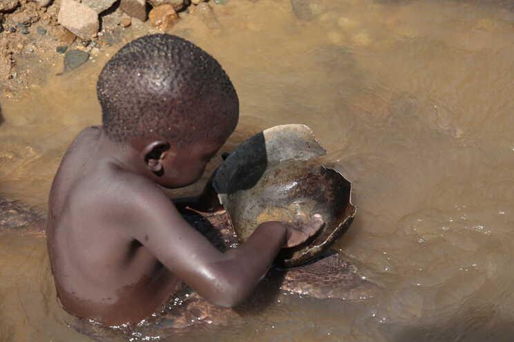 Taxa de pobreza em África pode regressar aos níveis de 2011 devido aos efeitos da pandemia de covid-19