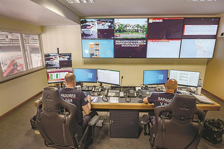 Sala com Sistema Integrado de Gestão de Emergência (SIGE)
