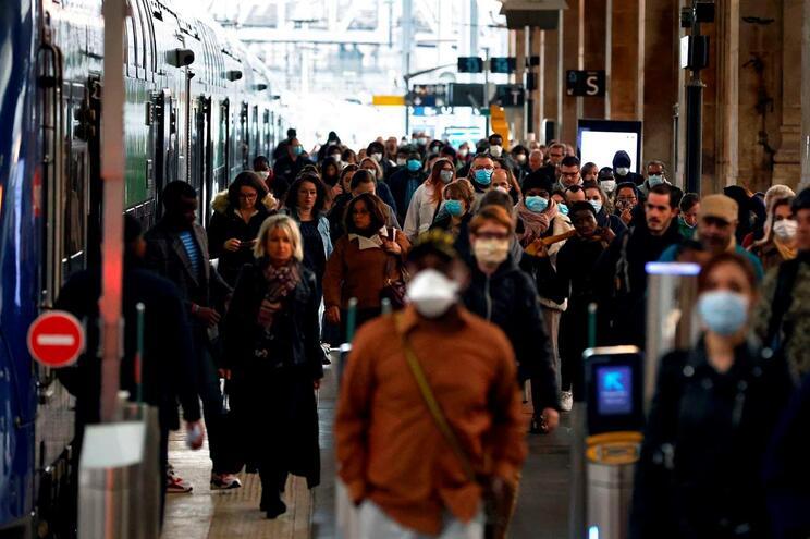 Em França, 26.834 pessoas estão hospitalizadas devido à Covid-19