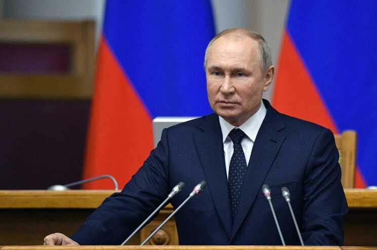 """No dia 23 de abril, Putin emitiu um decreto sobre """"medidas para neutralizar as ações hostis de Estados"""