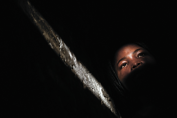 Vítima reside em Portugal e tinha um ano e sete meses quando foi mutilada. Crime terá sido praticado