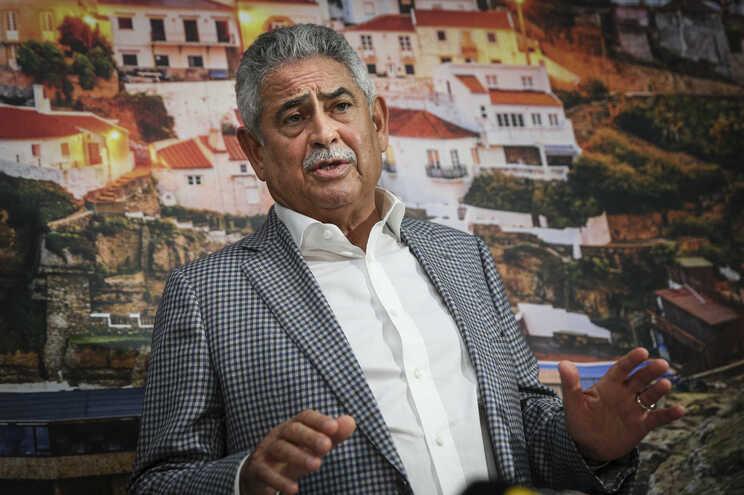 Luís Filipe Vieira estava a negociar com investidor norte-americano quando foi obrigado a deixar a presidência