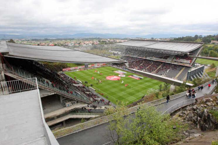 Braga e Vitória defrontam-se este domingo