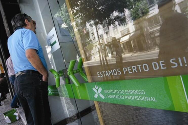 O número de pessoas inscritas nos centros de emprego em Portugal disparou 37% no mês de julho