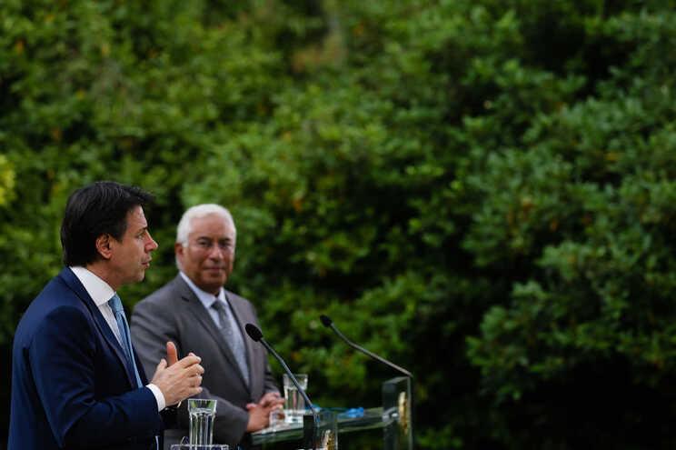 Primeiro-ministro português ao lado do homólogo italiano