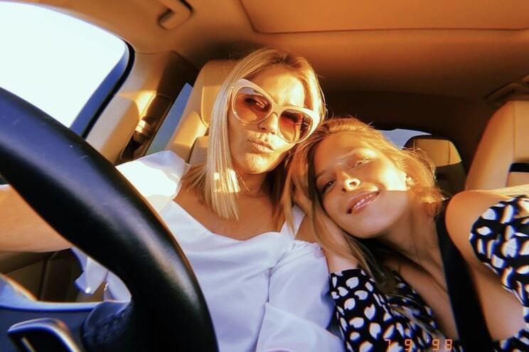 Sara Carreira e a mãe