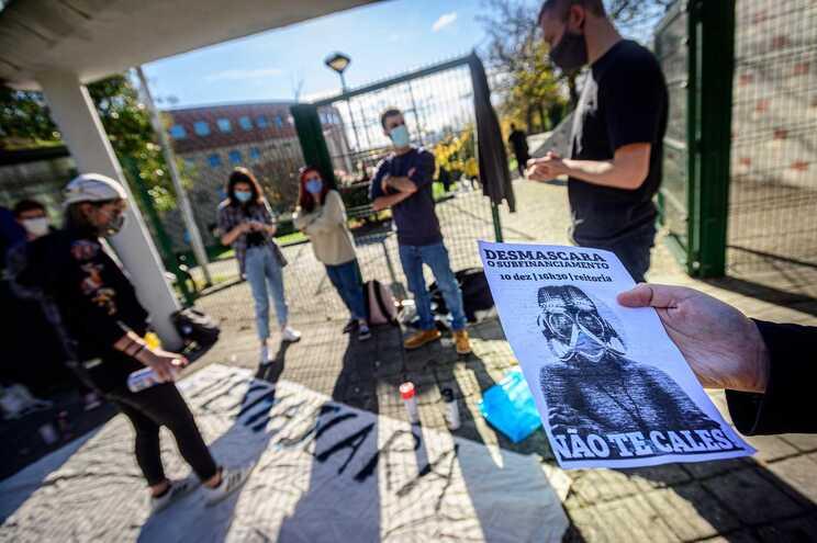 Alunos da Faculdade de Letras da Universidade do Porto preparam manifestação marcada para dia 10 de dezembro