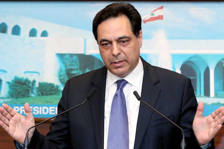 O primeiro-ministro libanês em funções, Hassan Diab, demitiu-se do cargo alguns dias após a explosão