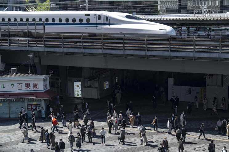 Comboio de alta velocidade em Tóquio