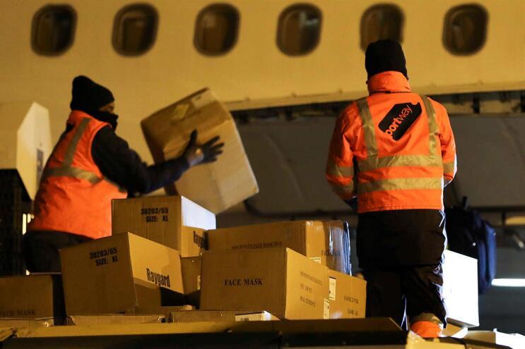 Avião com 20 toneladas de equipamento médico já chegou a Portugal