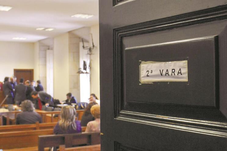 Magistrados e funcionários escolhem intérpretes com base na informalidade