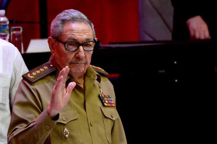 """Aos 89 anos, Raúl Castro deixa liderança do partido, mas garante que continuará """"militante de base"""""""
