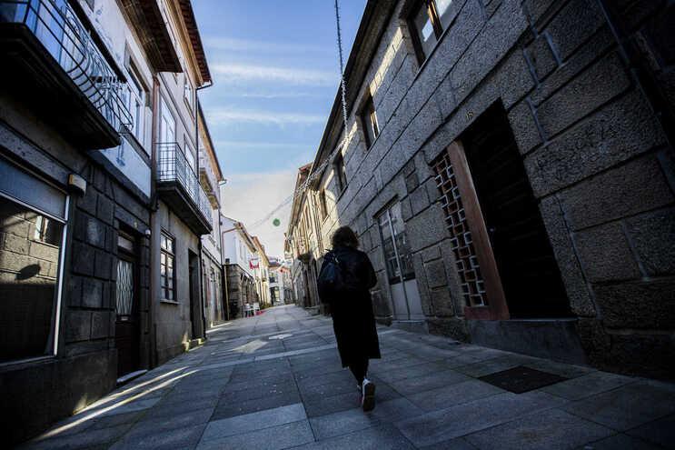 Ruas desertas e muitas lojas fechadas em Montalegre