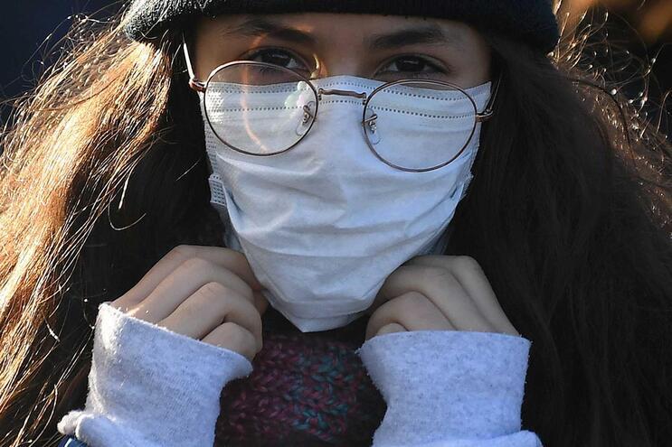 Hospitais do SNS podem reforçar o stock de máscaras, de medicamentos e de equipamentos de proteção