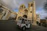 Cidades estão mais vazias sem os turistas