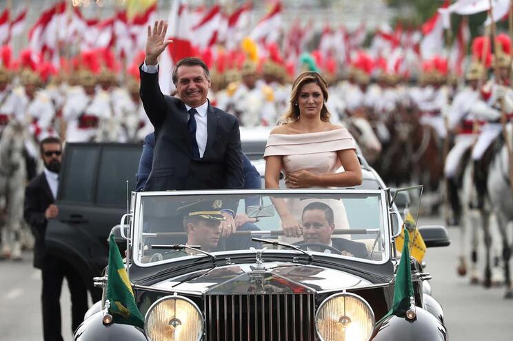 """Bolsonaro empossado: """"Brasil acima de tudo e Deus acima de todos"""""""
