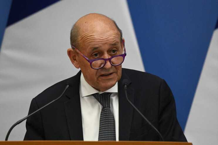 O ministro dos Negócios Estrangeiros de França, Jean-Yves Le Drian, considera acordo entre EUA e Austrália