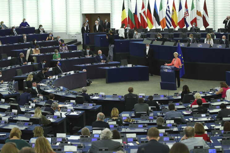 Eurodeputados portugueses divididos sobre discurso de Ursula von der Leyen