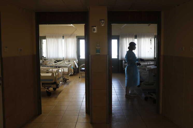 A pressão sobre os cuidados de saúde regista tendência decrescente