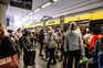 Centenas de pessoas utilizaram os transportes públicos, muitas vezes sem cumprir regras de segurança