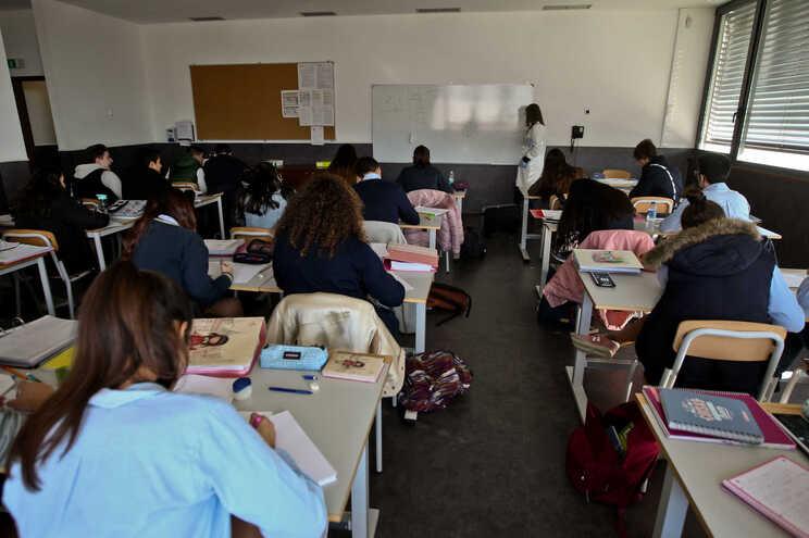 Diplomas preveem revisão do regime de concursos e vinculação extraordinária no ensino artístico especializado