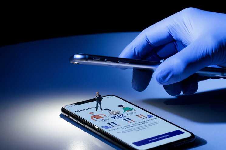 Portugueses a favor do uso do telemóvel para vigiar covid-19