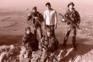 Rahimi (ao centro), em 2005, no Afeganistão ladeado pelo Adjunto Almeida, à esquerda, e pelo Soldado