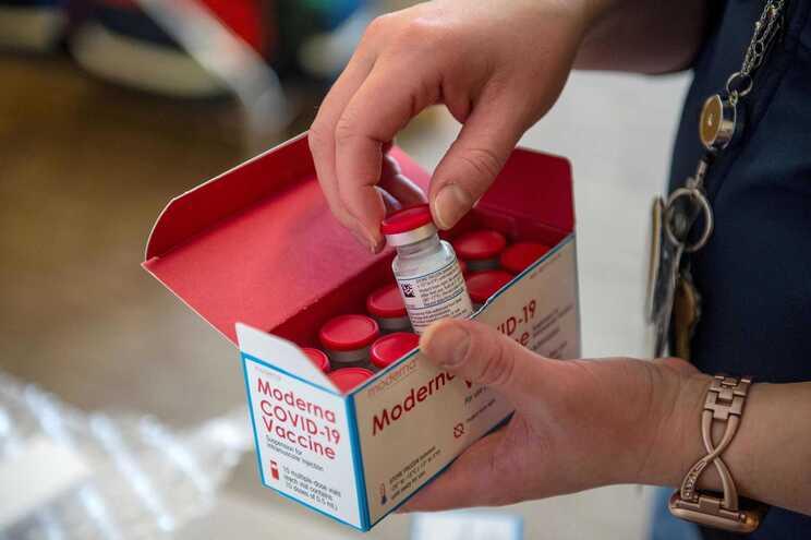 Vacina da Moderna já é aplicada nos EUA