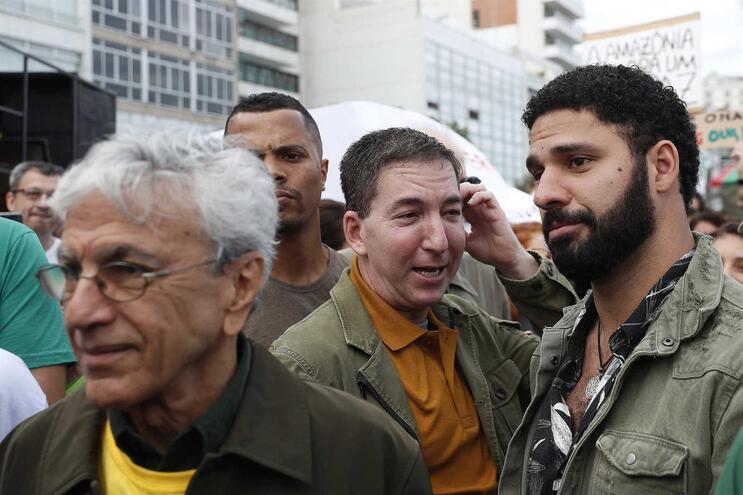 Jornalista que denunciou parcialidade da operação Lava Jato agredido em direto