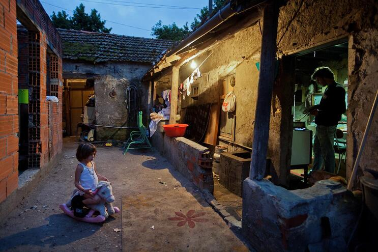 17% dos portugueses têm menos de 501 euros mas risco de pobreza baixou