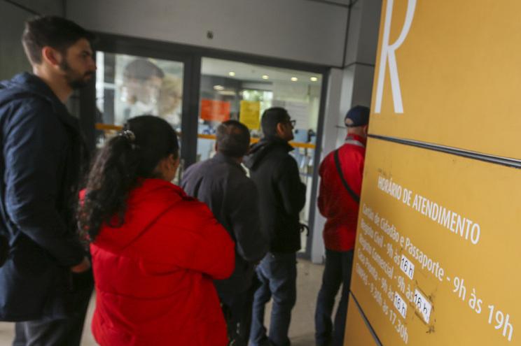 """""""Intermináveis filas de espera"""" devem-se às alterações feitas na lei da nacionalidade"""