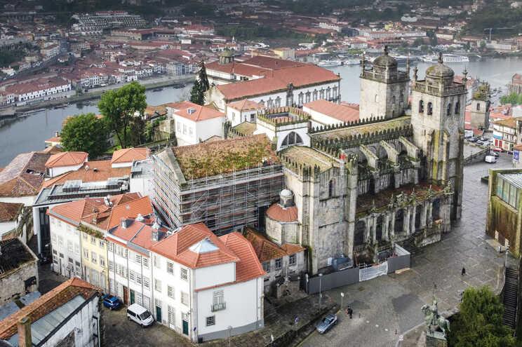 Edifício histórico já está rodeado por andaimes