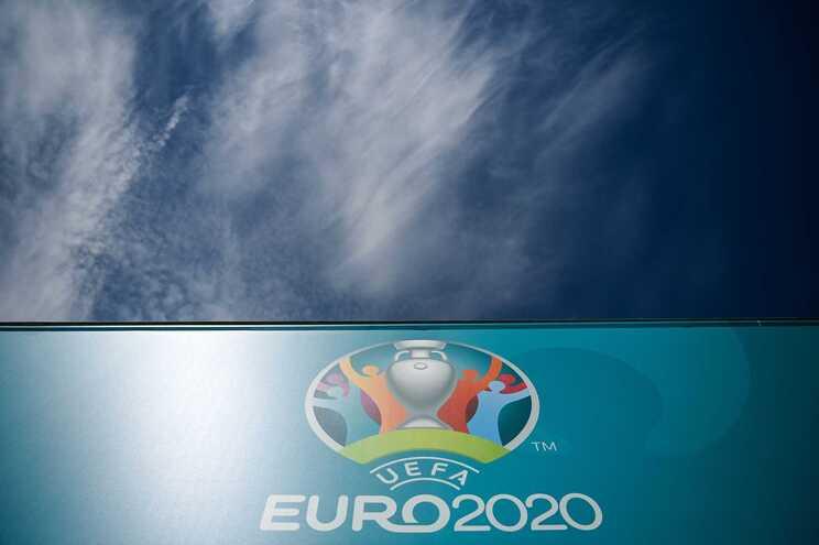 O organismo que gere o futebol europeu teve de adiar o torneio por um ano