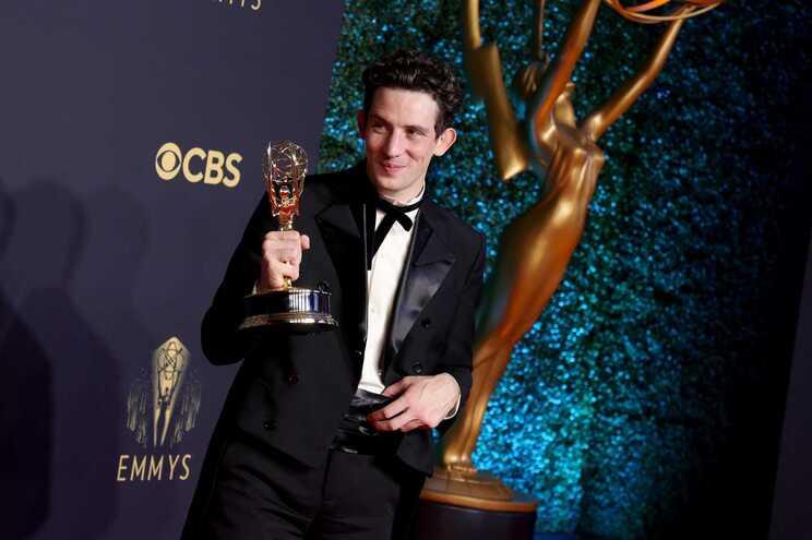 """Josh O'Connor recebeu o Emmy de melhor ator pelo papel de príncipe Carlos em """"The Crown"""""""
