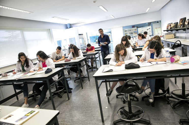 """Fenprof garante que há """"milhares"""" de alunos sem todos os professores"""