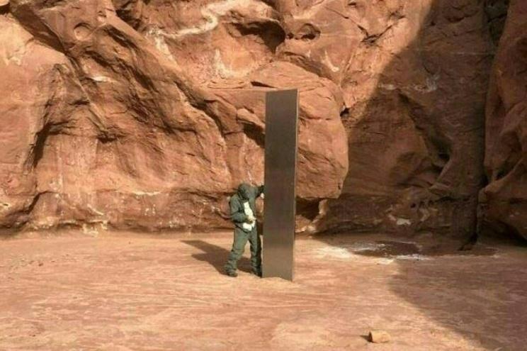 """""""Monólito"""" de metal de origem desconhecida descoberto no meio do deserto de Utah, nos EUA"""