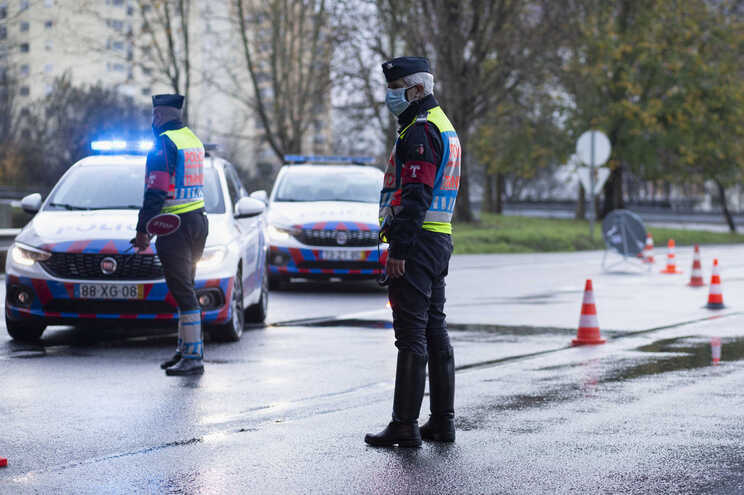 Mais de 300 condutores detetados a usar telemóvel durante a condução