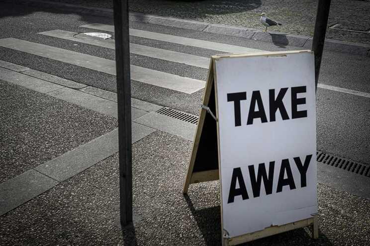 Restaurantes estão de portas fechadas, sendo permitido o serviço de  take-away e entrega ao domicílio