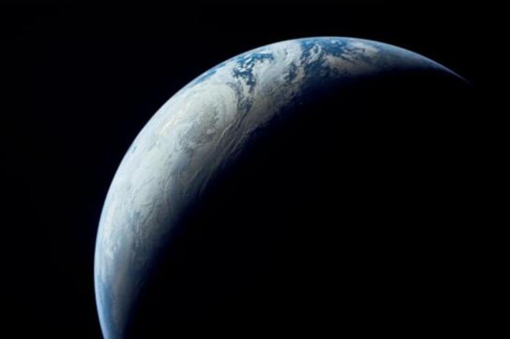 Pólo norte magnético está a deslocar-se em direção à Russia