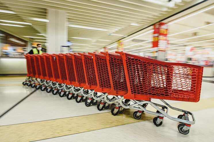 Em julho, as compras em grandes superfícies alimentares aumentaram 8%