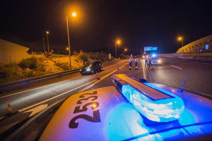 Suspeitos simulam acidentes para extorquir dinheiro a outros condutores