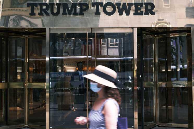 """A Trump Organization já reagiu às acusações, denunciando-as como uma """"tentativa de prejudicar o ex-Presidente""""."""