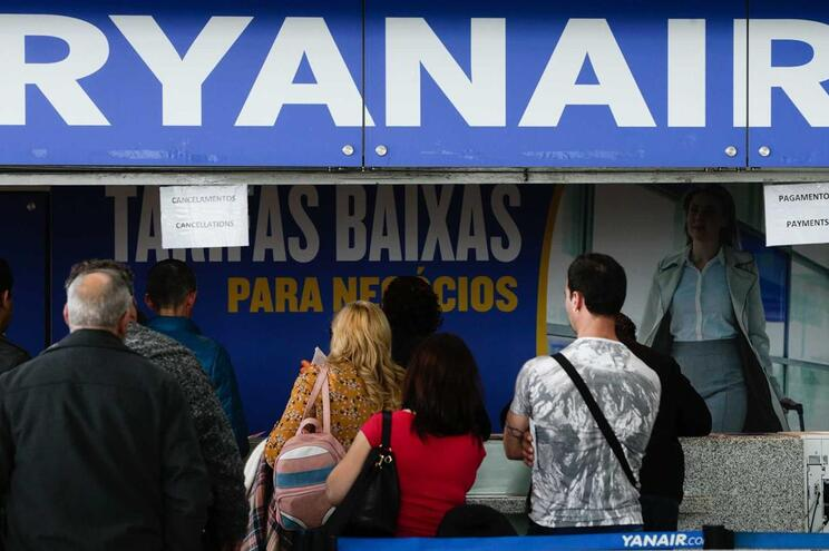 Terceiro dia de greve dos tripulantes da Ryanair