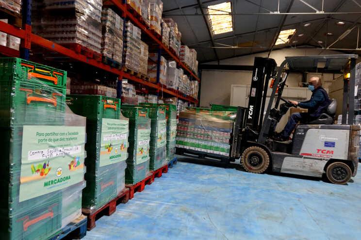 Alimentos doados não resultaram de excedentes, mas de compras adicionais aos fornecedores