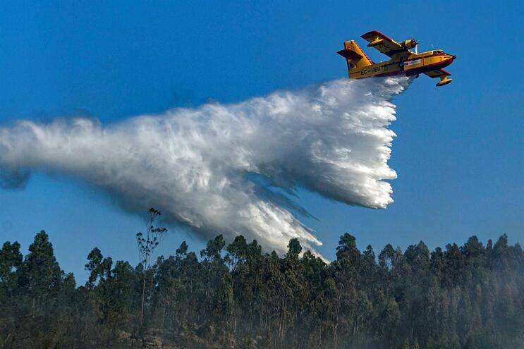 Força Aérea poderá investir até 4,5 milhões de euros em drones para combate a incêndios