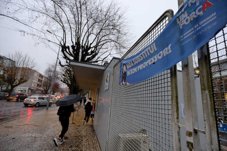 Sindicato garante que dezenas de escolas fecharam devido à greve
